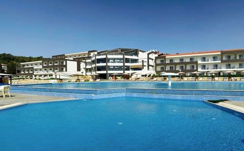 Ранни Записвания Гърция, 5 Дни Полупаснион за Двама в Blue Dream Palace Tripiti Resort