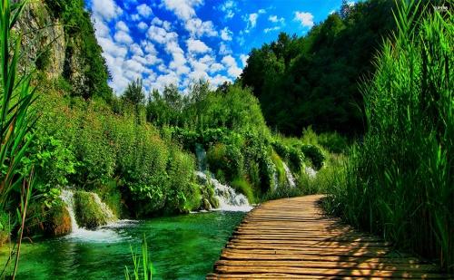 Хърватска Приказка! Екскурзия до Плитвичките Езера с Абв Травелс! Транспорт + 5 Дни/4 Нощвуки със Закуски в Хотел 3* + Разходки в <em>Дубровник</em> и Загреб!