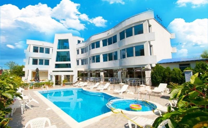 Цяло Лято в <em>Лозенец</em> на Топ Цени! Нощувка на човек със Закуска и Вечеря + Басейн в Хотел Ариана.
