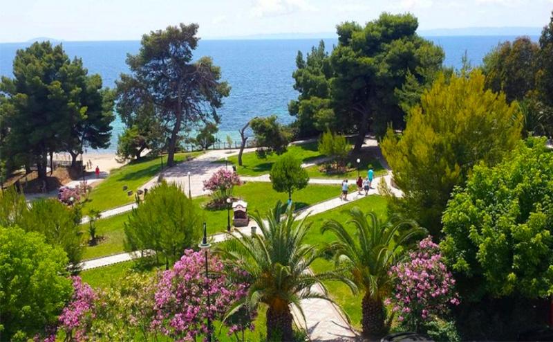 Май и Юни в Гърция на 30М. от Плажа! Три All Inclusive Нощувки + Басейн в Golden Beach Metamorfosi 3*, Халкидики!
