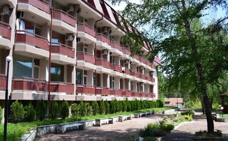 Балнео Почивка в Хотел Констанция, <em>Костенец</em>. 2 или 4 Нощувки със Закуски и Вечери + Минерален Басейн и Релакс Пакет!