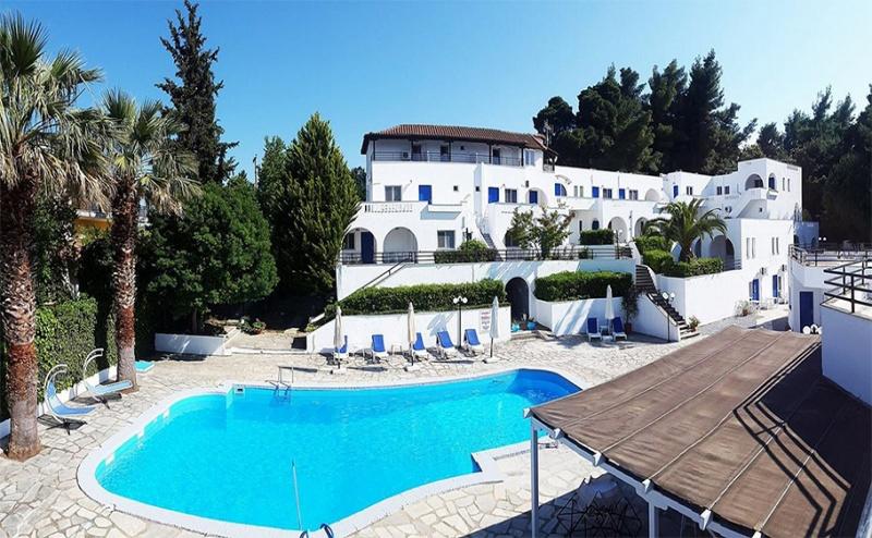 Великден в Криопиги, Халкидики, Гърция! 3 или 5 Нощувки със Закуски и Вечери + Басейн в Хотел Theo Bungalows 3*!