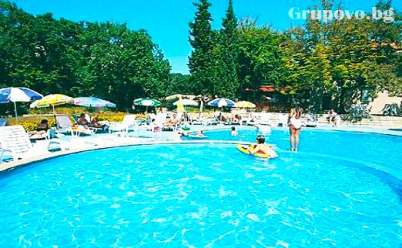 Цяло Лято в <em>Златни Пясъци</em>! Нощувка на човек със Закуска + Басейн в Хотел Преслав***, на 150М. от Плажа