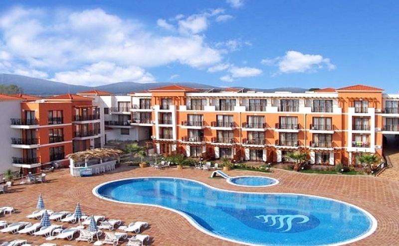 Цяло Лято в <em>Черноморец</em>! Нощувка на човек със Закуска + Басейн в Хотел Коста Булгара - на 200М. от Плажа