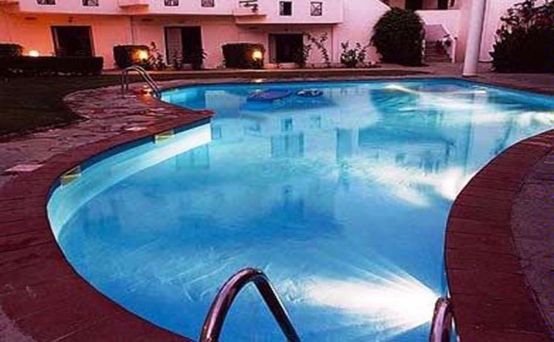 На Ол Инклузив в Dolphin Beach Hotel- <em>Касандра</em> за Три Нощувки на човек с Басейн и Бар до Него, Детска Площадка и Библиотека/ 24.05. - 02.06.2019